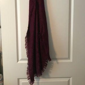 Basketweave dark magenta scarf with fringe detail